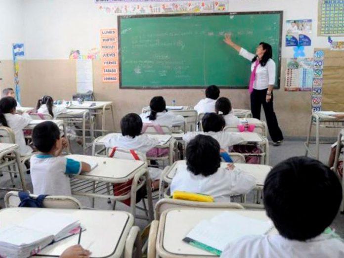 Peppo decretó emergencia educativa en el Chaco