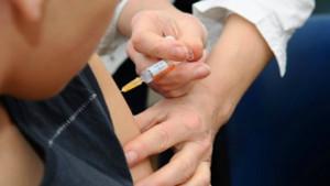 Nación prometió mantener la provisión de vacunas contra meningitis