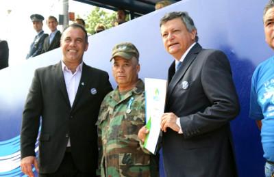 Daniel Capitanich acompañó a Peppo en el acto central por Malvinas en Corzuela, Chaco.