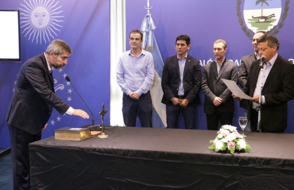 Peppo toma juramento a nuevos ministros