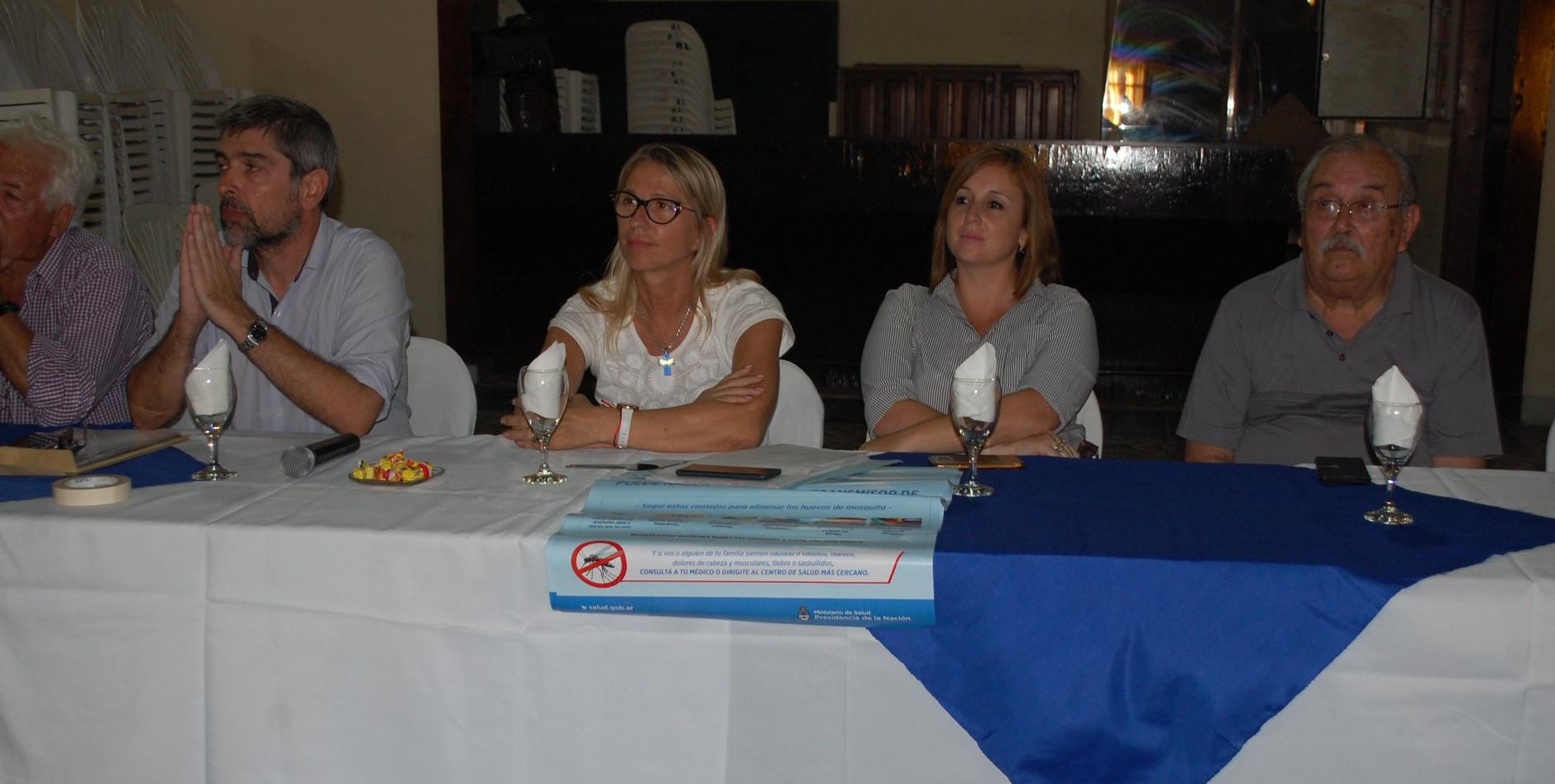 La intendente de Charata María Luisa Chomiak en reunión por Dengue