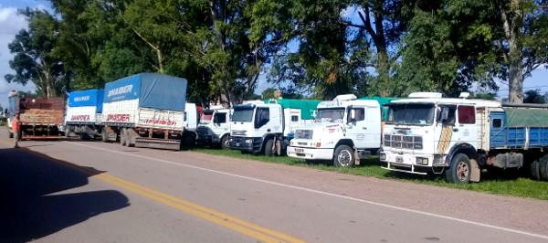 Protesta transportistas de cereales en Charata, Chaco