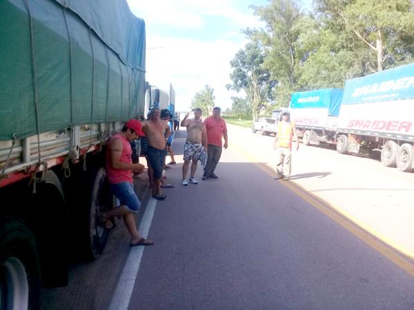 Protesta de transportistas de granos en Charata, Chaco.