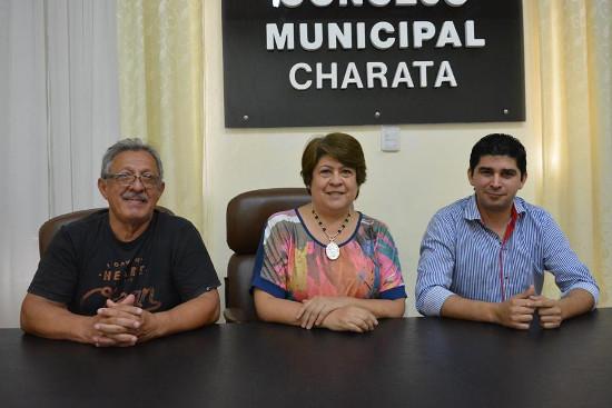 Pamela Llanos, junto al concejal Alberto Vasallo y el profesor Darío Parra, oferta educativa universitaria en Charata