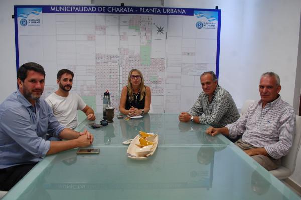 Reunión de directivos de Minicuotas Ribeiro con la intendente de Charata, María Luisa Chomiak.