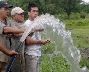 Perforaciones para apuntalar la provisión de agua potable en Du Graty