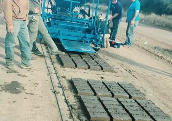 Maquina para fabricar ladrillos comprada por el municipio de Gancedo