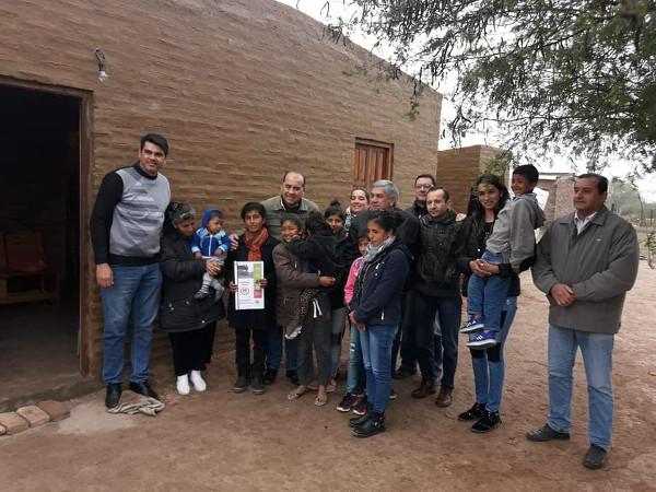 Entrega de una vivienda social a una madre con sus seis hijos en Las Breñas.