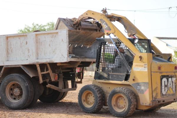 Trabajos de limpieza en varios barrios de Charata