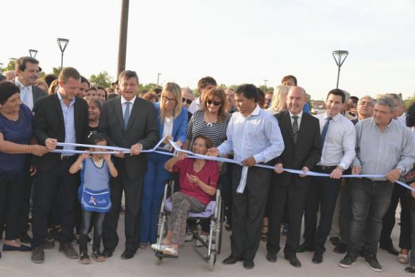 Peppo y Chomiak inauguran remodelaciones en el paseo Costanera Sur de Charata